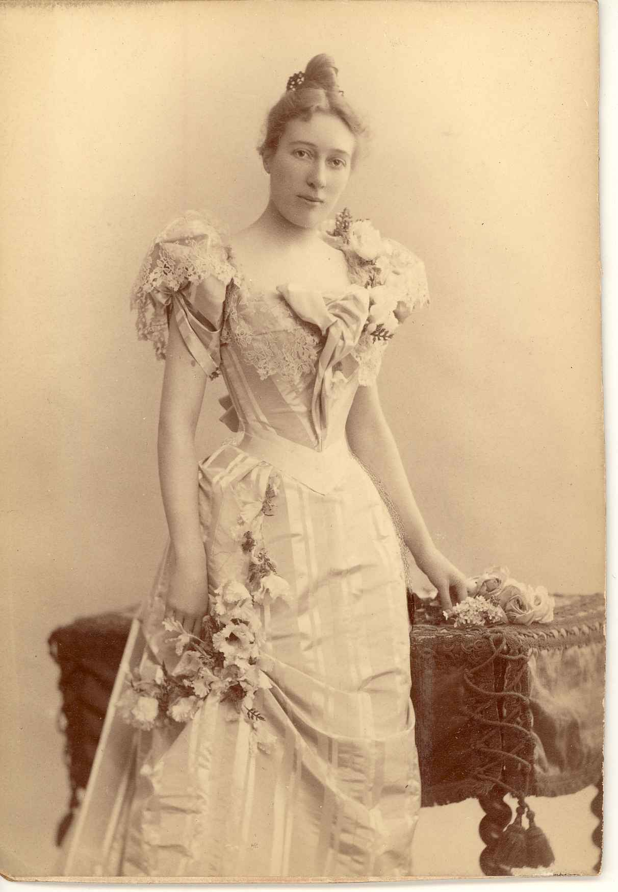 Images of Belle Skinner as a young woman